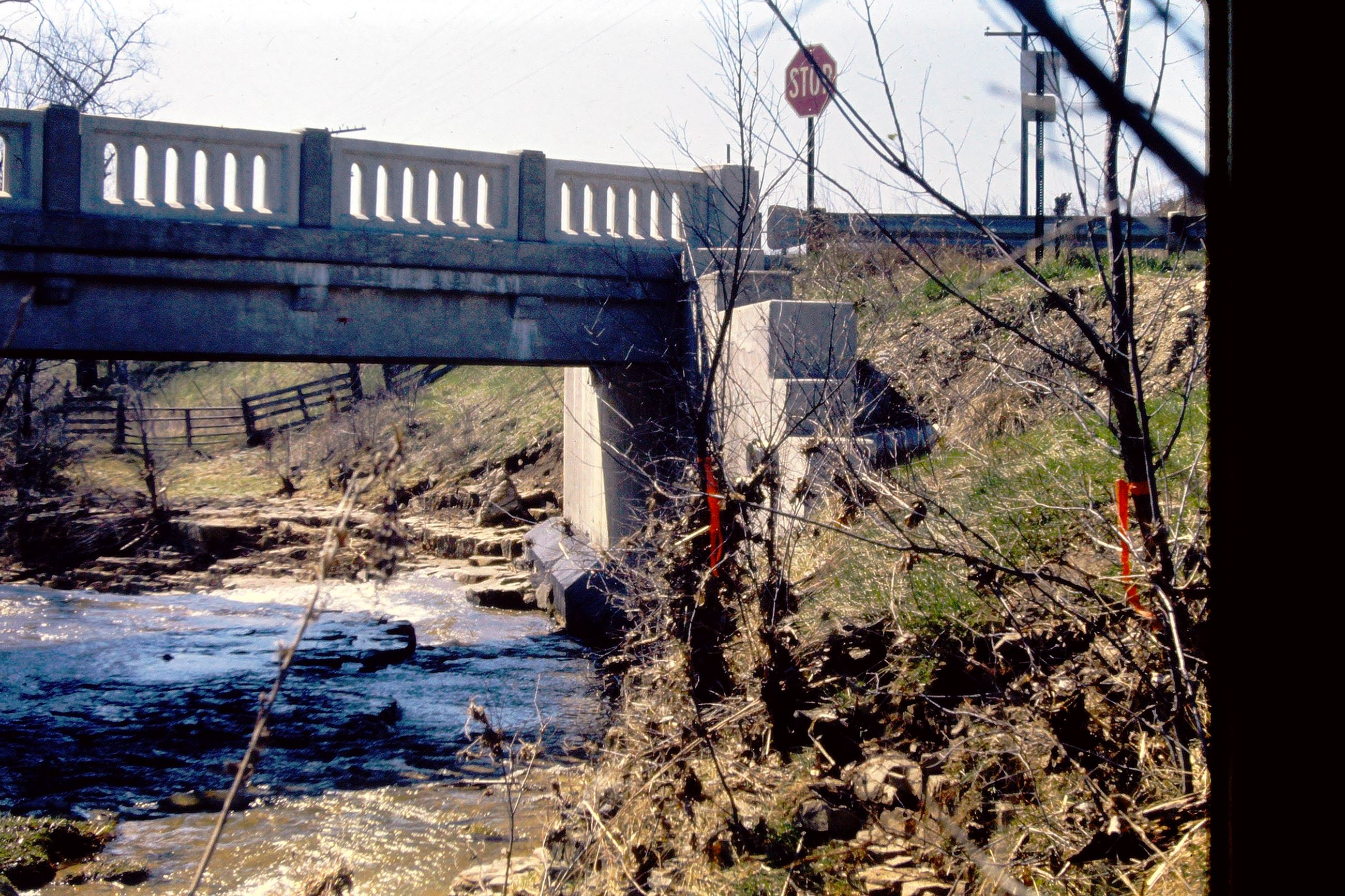 1972_Red_flags_indicate_water_level_at_crd5_jefferson